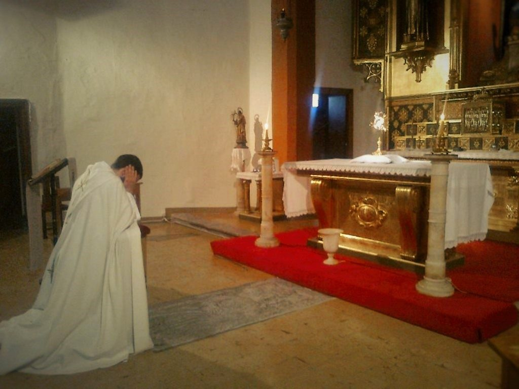 How the contemplative life of the Institute of the Incarnate Word contributes to the apostolic mission worldwide. Written by an IVE monk.